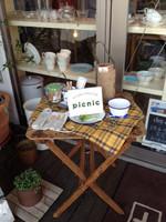 Un_peu_marche_picnic_entrance